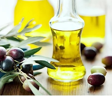 Hair growth oil for black women. olive oil for hair growth